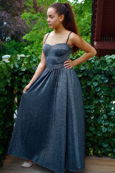 Glitzer Kleid Mit Leichtem Plissee Rock Und Gurtel Kleider A O Onlineshop